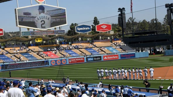 Video: Dodgers pay tribute to Tommy Lasorda