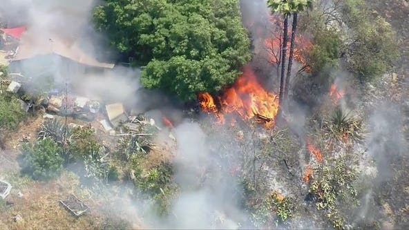 Brush fire in Lincoln Heights area spreads to 2 structures; evacuations lifted