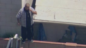 Teen home alone while robbery suspect climbs into her backyard in North Hollywood
