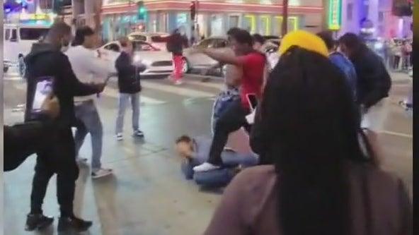 Video capture brutal attack along Hollywood Walk of Fame
