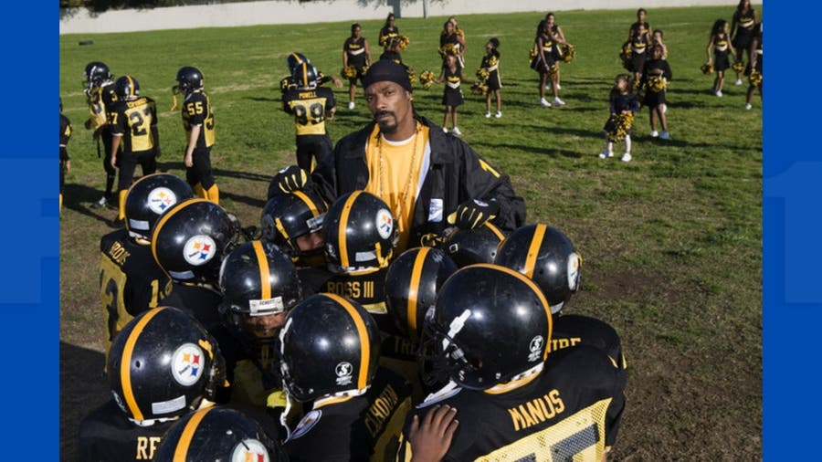 Snoop Dogg helps hype Super Bowl LVI in Los Angeles