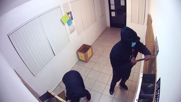 VIDEO: Pair of thieves burglarize mailroom of Woodland Hills apartment building multiple times