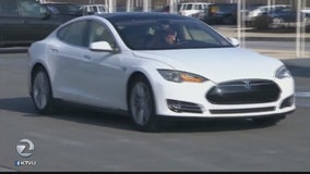 Consumer Reports: Tesla should drop Autopilot name