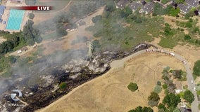 Grass fire burns in Moraga