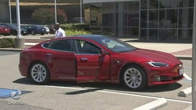 Tesla begins selling car insurance to Tesla vehicle owners