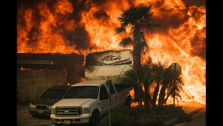 ff08c4a4-APTOPIX California Wildfires_1512500540659