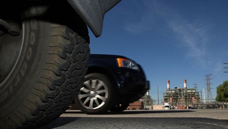 0bb841aa-Cars in LA file _GETTY-407068