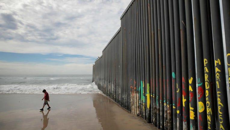 ce3b8e57-GETTY-mexico-border-wall_1549382786991-404023-404023.jpg
