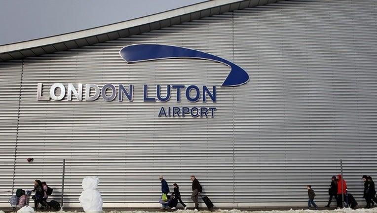 b6dbf3f8-GETTY_london luton airport_110518_1541422586728.png-402429.jpg