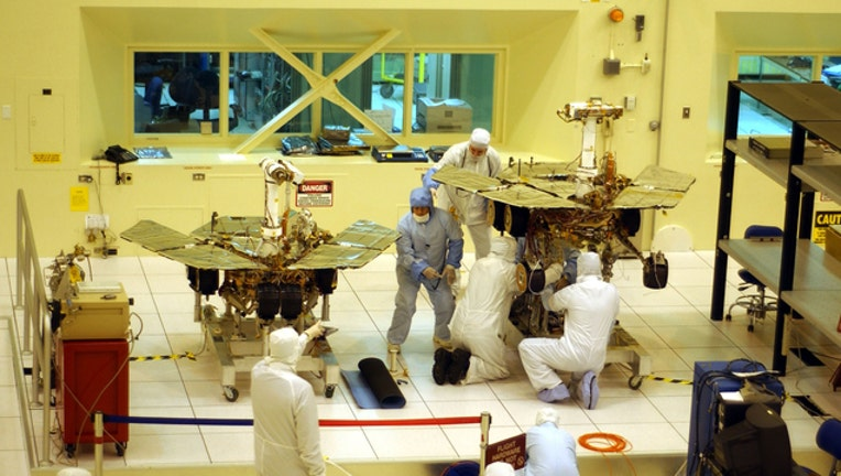 9067411c-GETTY Mars Spirit and Opportunity Rover 021219-408200