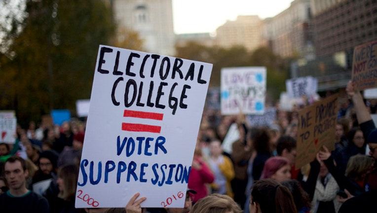 bbe62e8e-electoral college protest GETTY-409650