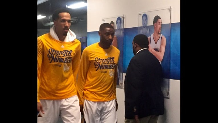 Shaun Livingston walks to lockeroom after Warriors game 2 win over Houston