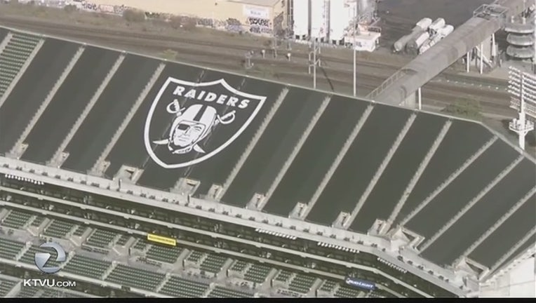 b9823f54-OAKLAND__Raider_Nation_without_a_home_0_825006_ver1.0_1461189363617.jpg