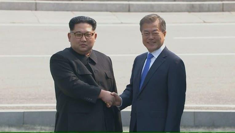 North Korean Leader Kim Jong Un and South Korean President Moon Jae-in-401720.jpg