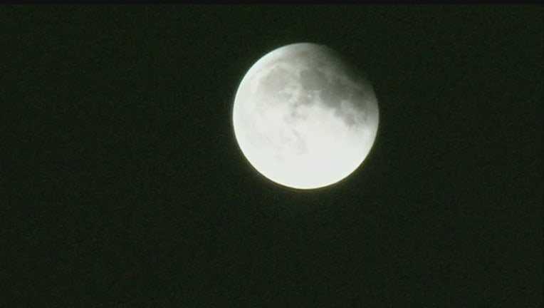 4c7b2f16-Supermoon_lunar_eclipse_pictures_0_283865_ver1.0_640_360_1486670166092-407068.jpg