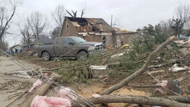 f68802cf-Tornado_damage_in_Taylorville_0_20181202223927-404023