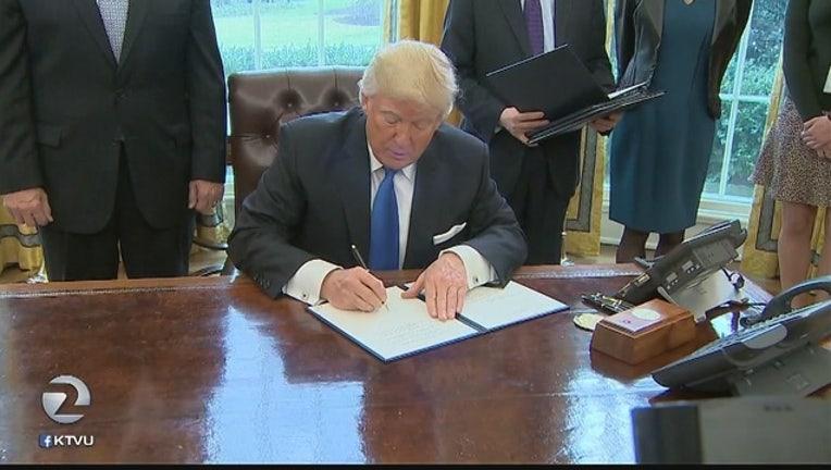 Trump_signs_orders_reviving_pipeline_pro_0_20170125062611
