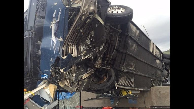 2465343d-bus_crash_1_1453231583351.JPG