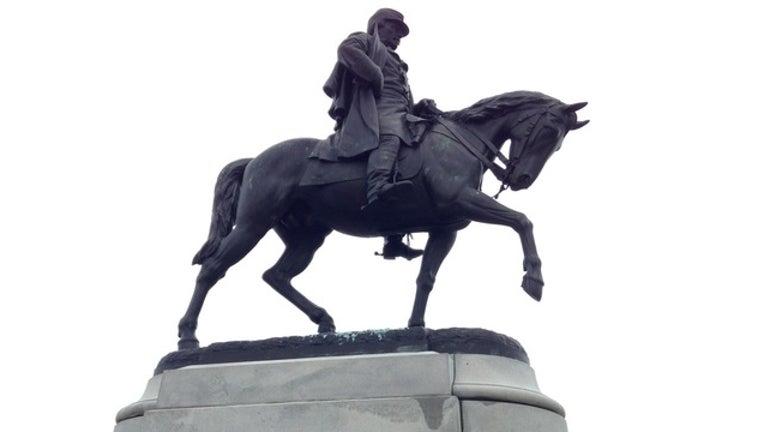 50315bca-confederate-statue_1493036882179-404023.jpg