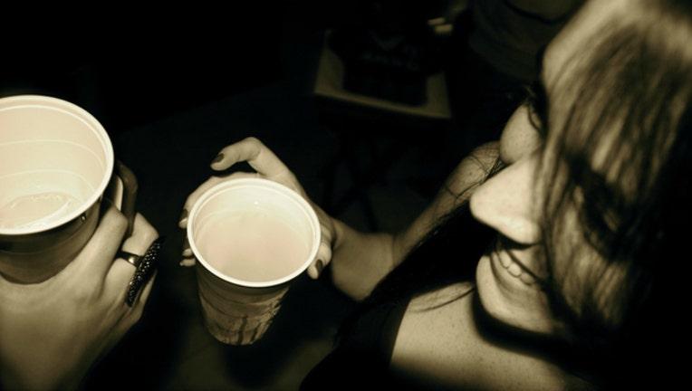 1003ea83-girls-drinking-alcohol_1468331629311-404023.jpg