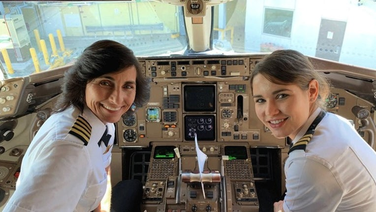 880fa7bf-mother daughter pilots for web_1553348612570.png-402429.jpg