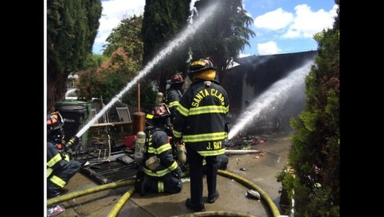 0e922bd9-At least 3 people displaced by Santa Clara house fire