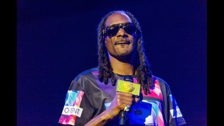 5165242a-People-Snoop Dogg-Turkeys_1448145560955