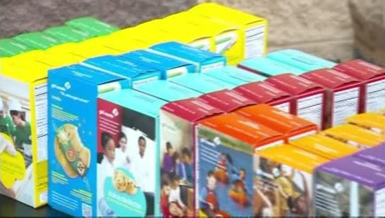 Parents Sell Girl Scout Cookies4466-401096.jpg