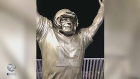 Fan rips facemask off Joe Montana statue after 49ers suffer first loss of season