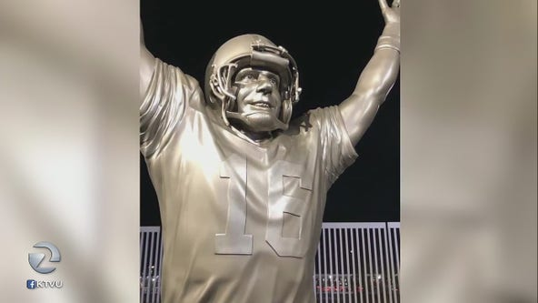 Fan rips facemask off Joe Montana statue after 49ers suffer first loss of season