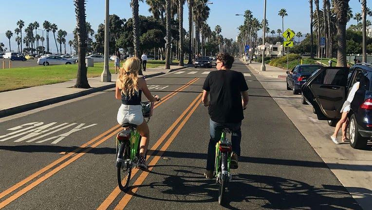 couple-biking-los-angeles-santa-monica.jpg