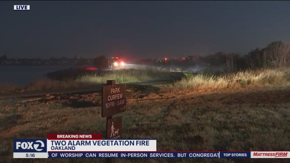 Two-alarm brush fire breaks out along Oakland waterfront