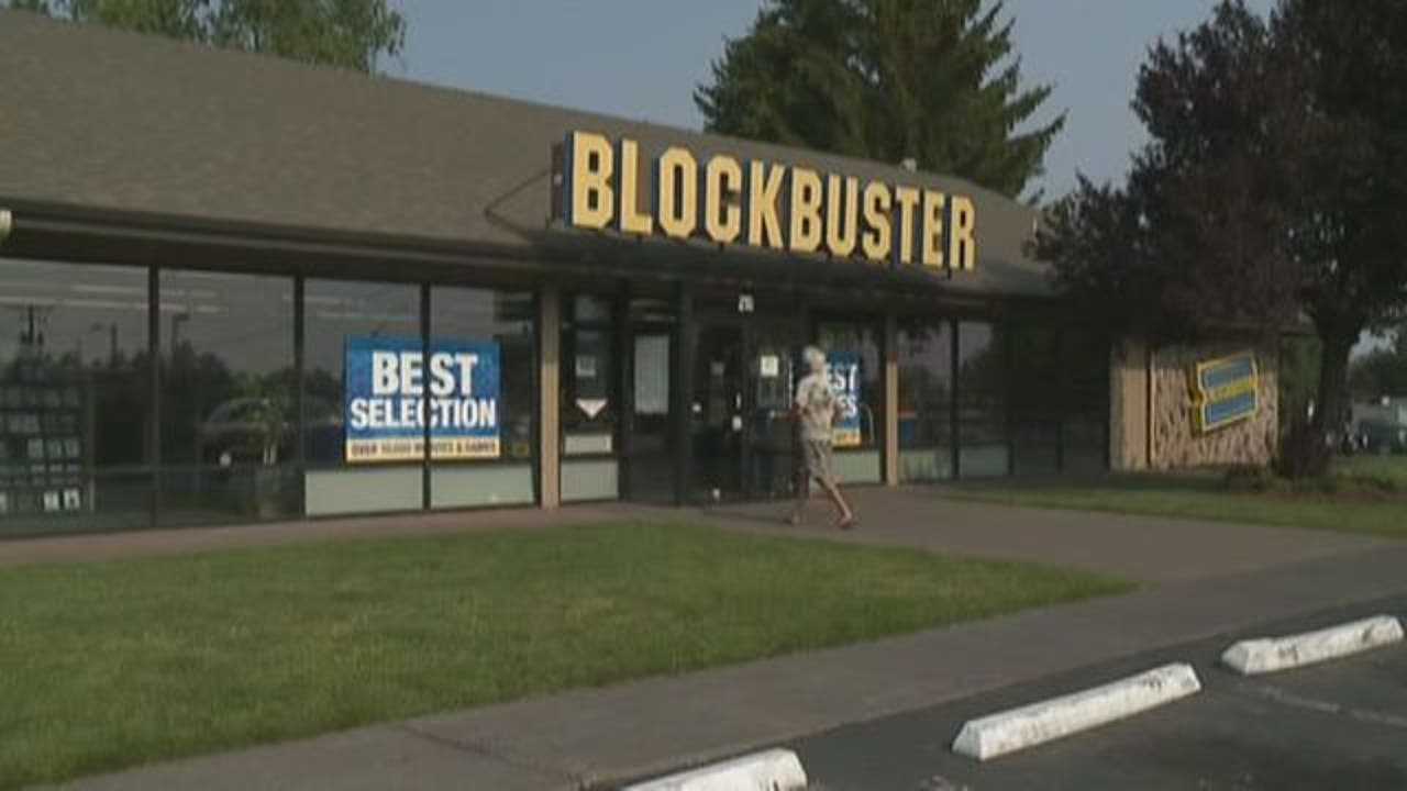 World S Last Blockbuster Becomes An Airbnb For The Most Nostalgic Sleepover Ever