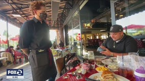 Waiter at Lucille's Smokehouse Bar-B-Que receives $1,000 cash tip