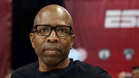 Kenny Smith walks of 'Inside the NBA' set in solidarity with player boycott