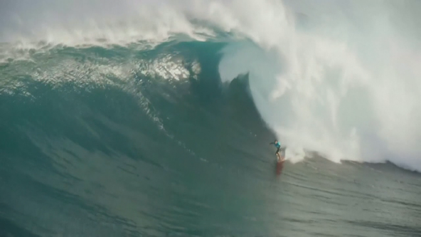 2 Americans win top prizes for 'biggest paddle' at Red Bull Big Wave Awards