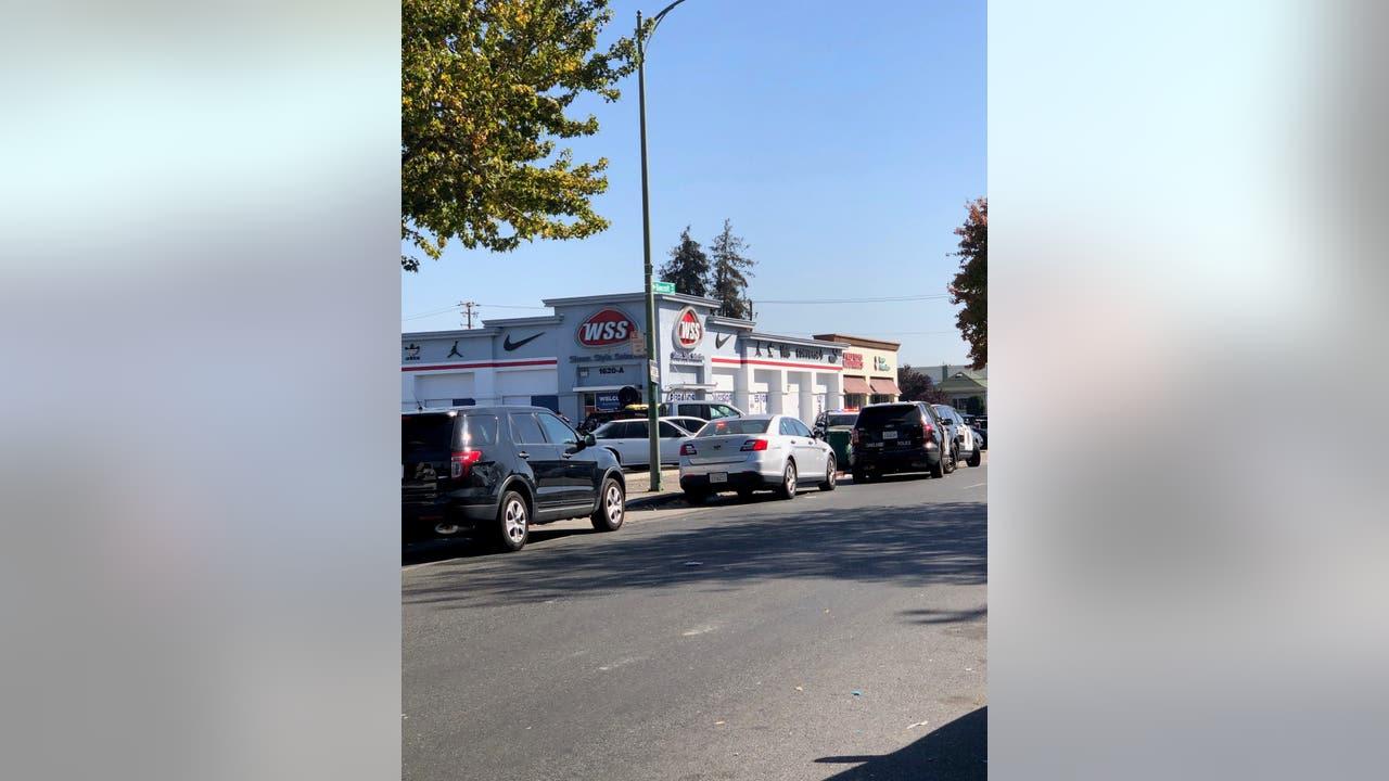 Homicide suspect barricaded inside Oakland building, hostage released