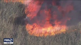 300-acre vegetation fire shuts down Highway 12 in Suisun City