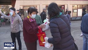 San Franciscans step up in big way during pandemic, passing out meals and PPE