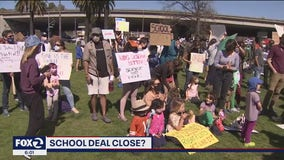 Fed up with 'inaction,' Oakland parents and students push to return to class
