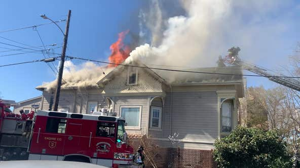 Residents evacuated safely in Alameda house fire