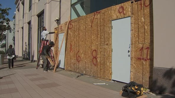 Oakland businesses seen boarding up ahead of Friday night protests