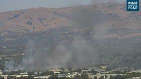 Crews battling brush fire near Rocksprings Park in San Jose