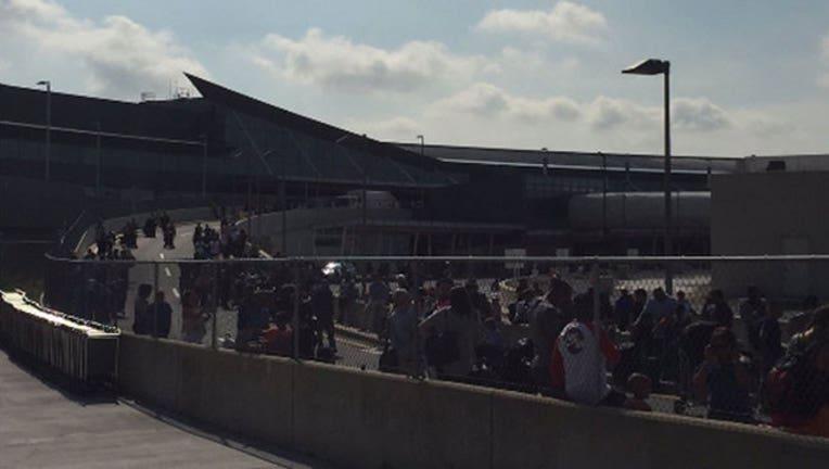 55990855-JFK Terminal 5 Evacuation-402970