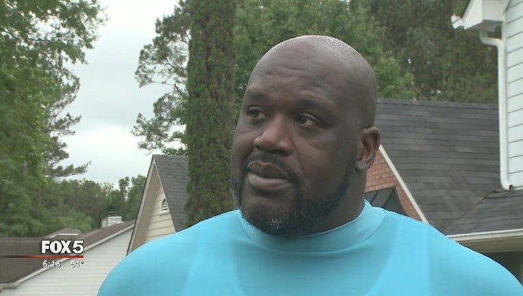 7bb7afc3-Shaq_urges_home_safety_with_surprise_vis_0_20170505230259-404959