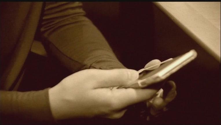 5c552d36-text_cell_phone_clean-65880.jpg