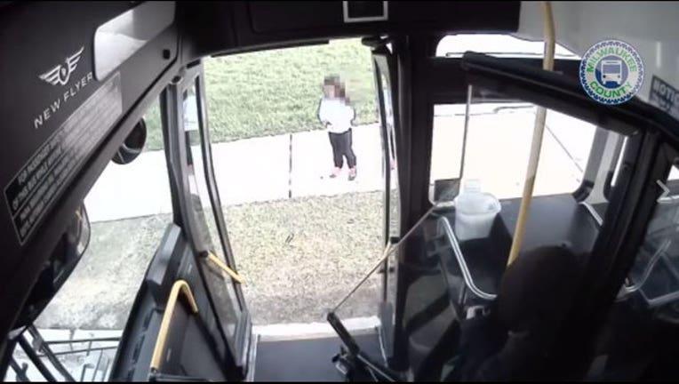 f66c7e66-bus-driver-helps-girl_1493914780126-408200.jpg