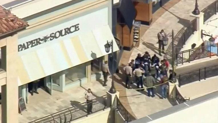 6facf001-Shooting at mall in Southern California-404023