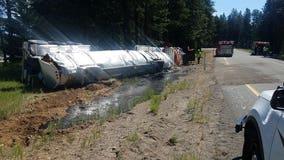 Tanker carrying 7,000 gallons of liquid asphalt rolls over in Cle Elum