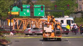 Good Samaritans work to rescue people in deadly Seattle crane collapse